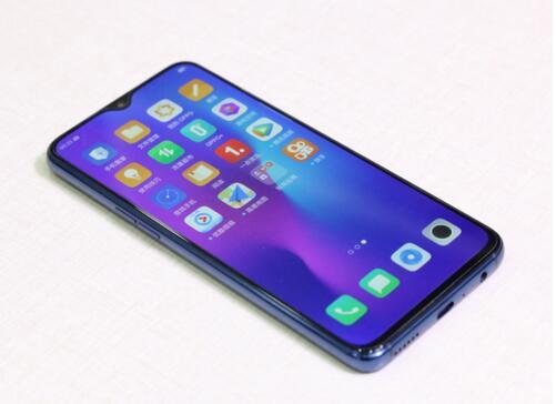 关于手机的炫酷后壳之争拉开了序幕;所以说,还戴什么手机壳?裸奔吧