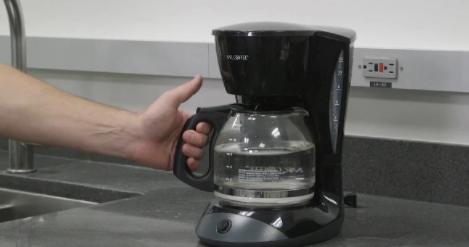 如何清洁咖啡机:干净的咖啡机将持续更长的时间,使咖啡更美味